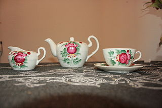 1_320px-Tea_set_in_the_style_of_East_Frisia,_Lower_Saxony,_Germany_-_20070408