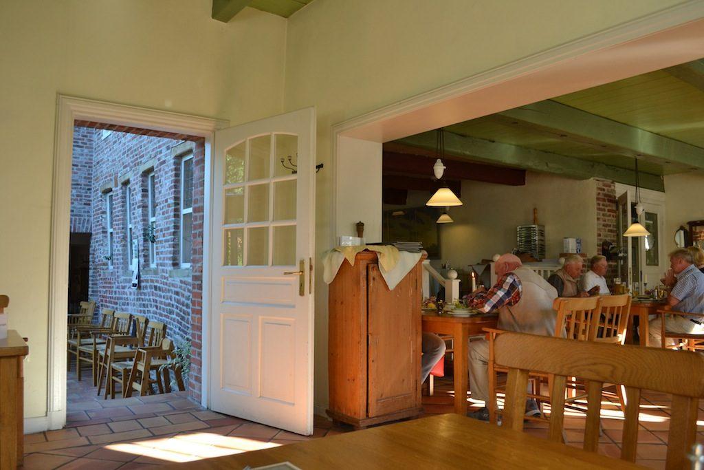 Historisches Ambiente in der alten Brauerei Pilsum