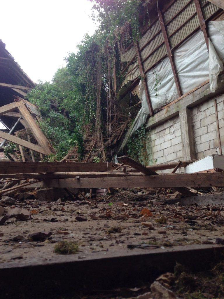 Innen besteht weiter Einsturzgefahr durch weitere Gebäudeteile