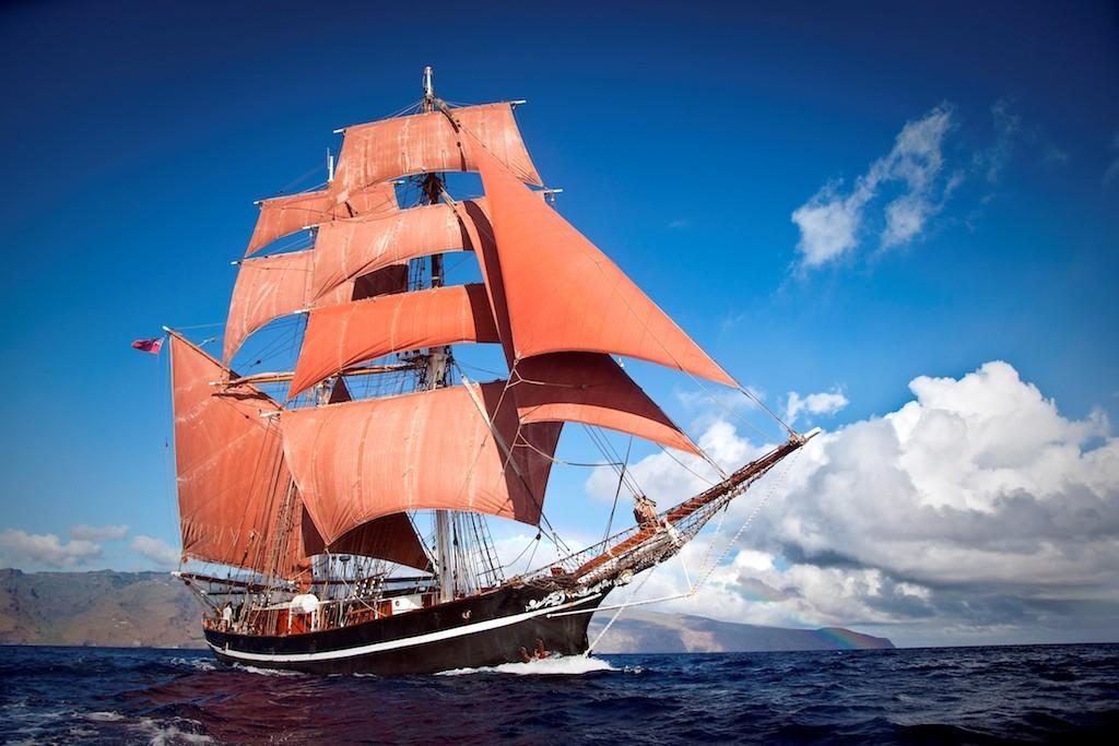 Die Eye of the Wind unter vollen Segeln – im Juni kommt der Großsegler nach Emden und kann im Rahmen der Matjestage besichtigt werden. (Foto: H. P. Bleck / FTS).