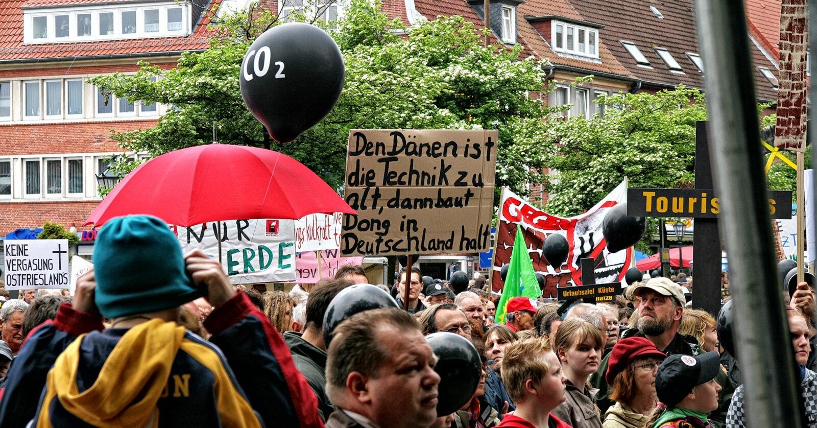 Demonstration gegen das geplante Kohlekraftwerk von Dong Energy am 17. Mai 2009 in Emden. Foto: Volkmar Kayser