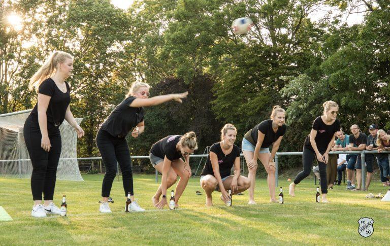 Frauengruppe beim Flunykball Turnier Foto (c) Reiner Poets