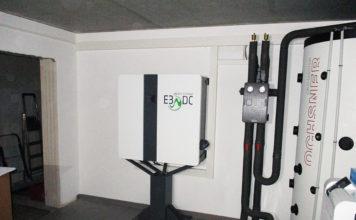 """Das E3/DC-Hauskraftwerk, die Wärmepumpe und ein Pufferspeicher arbeiten gemeinsam für die Autarkie. Foto(c) """"obs/E3/DC"""