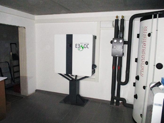 Das E3/DC-Hauskraftwerk, die Wärmepumpe und ein Pufferspeicher arbeiten gemeinsam für die Autarkie. Foto(c)