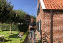 Edwin van Damme Loquard bei der Gartenpflege Er hat eine Baumschule und ein Lohnunternehmen